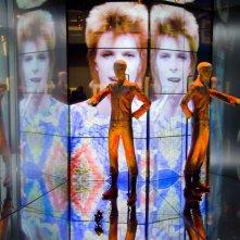 David Bowie Is: immagini vivaci dalla mostra blockbuster sulla star della musica allestita al Victoria and Albert Museum di Londra