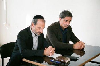 Viviane: Simon Abkarian e Sasson Gabai in una scena