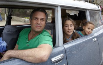 Infinitely Polar Bear: Mark Ruffalo in auto con Imogene Wolodarsky e Ashley Aufderheide