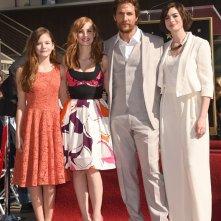 Matthew McConaughey durante la cerimonia per la stella sulla Walk of Fame con le attrici di Interstellar