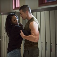 The Flash: Candice Patton e Greg Finley in The Flash Is Born