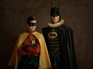 Batman e Robin rinascimentali in una foto di Sacha Goldberger