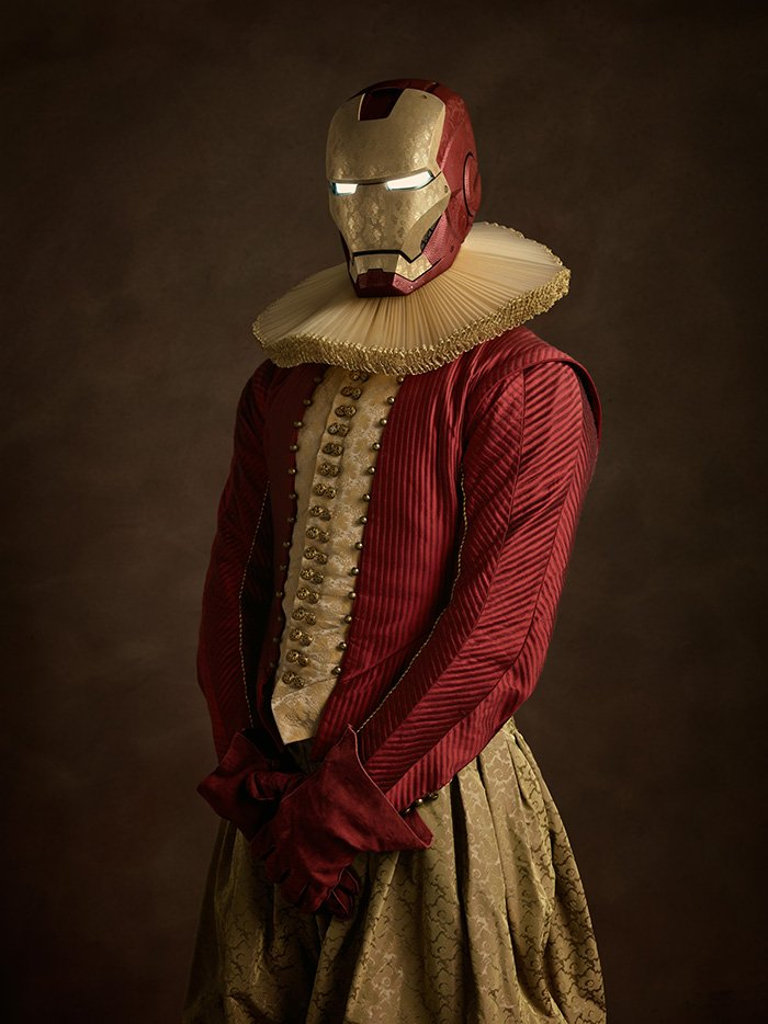 Iron Man rinascimentale in una foto di Sacha Goldberger
