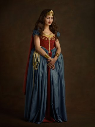 Wonder Woman rinascimentale in una foto di Sacha Goldberger