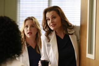Grey's Anatomy: le attrici Jessica Capshaw e Geena Davis nell'episodio intitolato Risk
