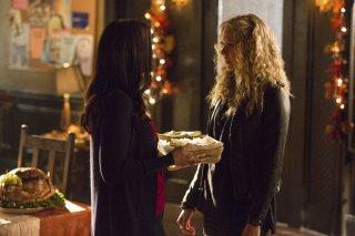 The Vampire Diaries: Jodi Lyn O'Keefe e Penelope Mitchell nell'episodio intitolato Fade Into You