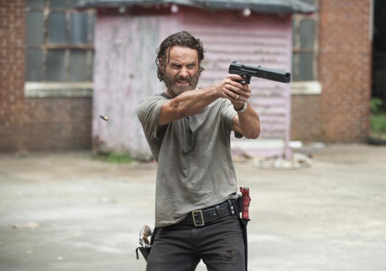 The Walking Dead: Andrew Lincoln in una scena dell'episodio intitolato Crossed