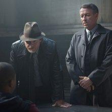 Gotham: Donal Logue e Sean Pertwee in una scena della puntata intitolata LoveCraft