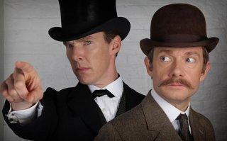 Sherlock: Benedict Cumberbatch e Martin Freeman nella prima immagine dello speciale natalizio che precede la quarta stagione