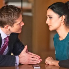 The Good Wife: Matt Czuchry e Archie Panjabi in una scena dell'episodio The Trial