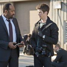 The Flash: Jesse L. Martin e Grant Gustin nella puntata intitolata Power Outage