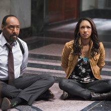 The Flash: Jesse L. Martin e Candice Patton interpretano Joe e Iris West in Power Outage