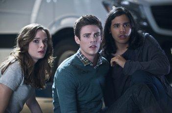 The Flash: Danielle Panabaker, Grant Gustin e Carlos Valdes nella puntata intitolata Power Outage