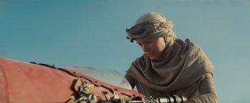 Star Wars: Il risveglio della forza - Daisy Ridley in un'immagine dal trailer