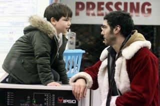 Un amico molto speciale: Tahar Rahim con Victor Cabal in una scena del film natalizio