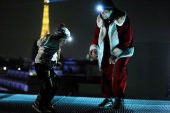 Un amico molto speciale: Tahar Rahim con Victor Cabal sui tetti di Parigi in un momento del film