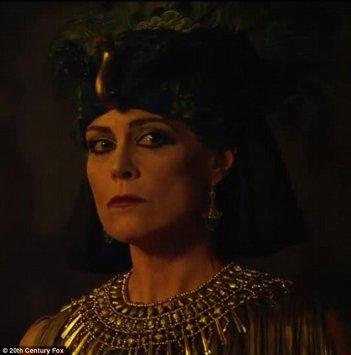 Exodus - Dei e Re: Sigourney Weaver in una scena del kolossal biblico di Ridley Scott