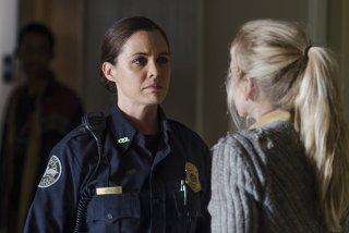 The Walking Dead: Christine Woods ed Emily Kinney (di spalle) nell'episodio Coda