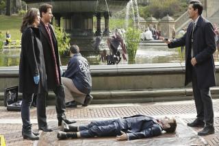 Forever: Ioan Gruffudd, Alana De La Garza e Donnie Keshawarz in The Man in the Killer Suit