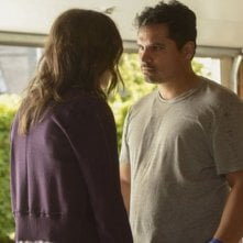 Gracepoint: Michael Peña in una scena della nona puntata