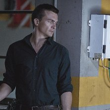 Homeland: Rupert Friend in una scena dell'episodio 13 Hours in Islamabad