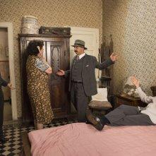 Il ricco, il povero e il maggiordomo: Aldo, Giovanni e Giacomo in una scena con Giuliana Lojodice