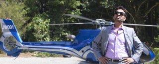 Jurassic World: Irrfan Khan arriva nel parco giurassico in elicottero