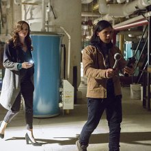 The Flash: Danielle Panabaker e Carlos Valdes in The Man in the Yellow Suit