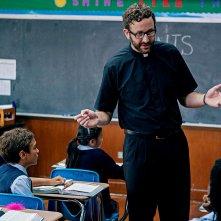 St. Vincent: Chris O'Dowd nei panni di Fratello Geraghty in una scena