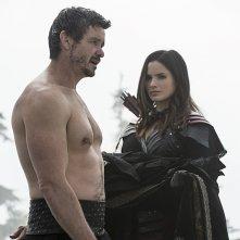 Arrow: Matt Nable e Katrina Law in The Climb