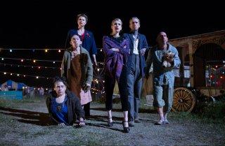 American Horror Story Freak Show: Rose Siggins, Naomi Grossman, Erika Ervin, Emma Roberts, Mat Fraser e Christopher Neiman in Tupperware Party Massacre