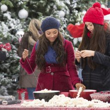 The Vampire Diaries: Katerina Graham e Nina Dobrev in Christmas Through Your Eyes