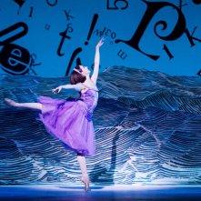 Royal Opera House - Alice nel Paese delle Meraviglie: Lauren Cuthbertson è Alice in una scena
