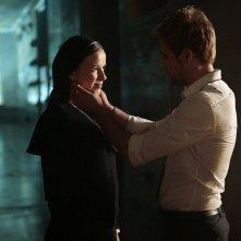 Constantine: Claire van der Boom e Matt Ryan nell'episodio intitolato The Saint of Last Resorts (1)