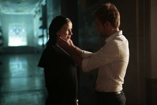 Constantine: Claire van der Boom e Matt Ryan nell'episodio intitolato The Saint of Last Resorts (1)