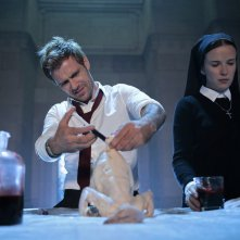Constantine: Matt Ryan e Claire van der Boom in The Saint of Last Resorts (1)