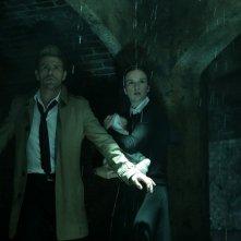 Constantine: Matt Ryan e Claire van der Boom in una scena della puntata The Saint of Last Resorts (1)
