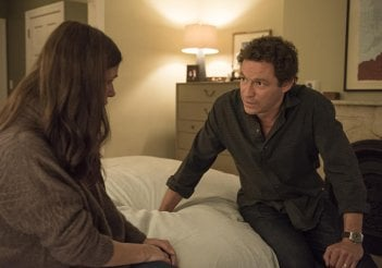 The Affair: Maura Tierney e Dominic West in una scena del nono episodio