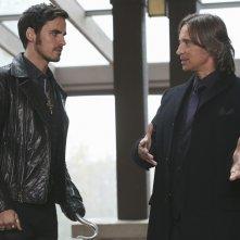 C'era una volta: Colin O'Donoghue e Robert Carlyle in Heroes and Villains