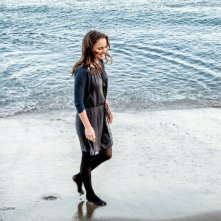 Knight of Cups: Natalie Portman e Christian Bale sulla battigia