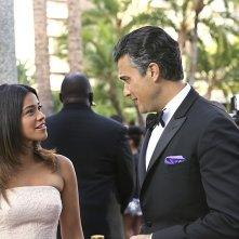 Jane the Virgin: Gina Rodriguez e Jaime Camil nella puntata intitolata Chapter 9