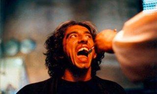 Denti: Sergio Rubini in una scena del film