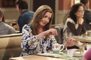 Allison Janney in una scena di Mom