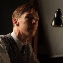 The Imitation Game: Benedict Cumberbatch in un primo piano tratto dal film nei panni di Alan Turing
