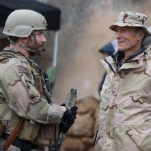 American Sniper: Bradley Cooper con il regista Clint Eastwood in una foto dal set