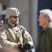 American Sniper: Bradley Cooper insieme a Clint Eastwood in una foto dal set