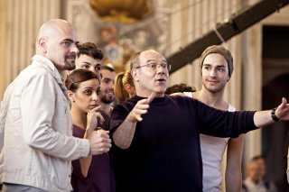 Cenerentola: Carlo Verdone con i suoi ballerini sul palcoscenico
