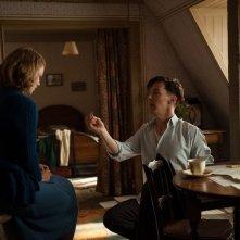 The Imitation Game: Benedict Cumberbatch e Keira Knightley in una romantica immagine del film