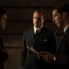 The Imitation Game: Benedict Cumberbatch con Keira Knightley e Mark Strong in una scena del film