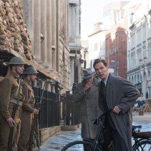 The Imitation Game: Benedict Cumberbatch nei panni di Alan Turing in una scena del film